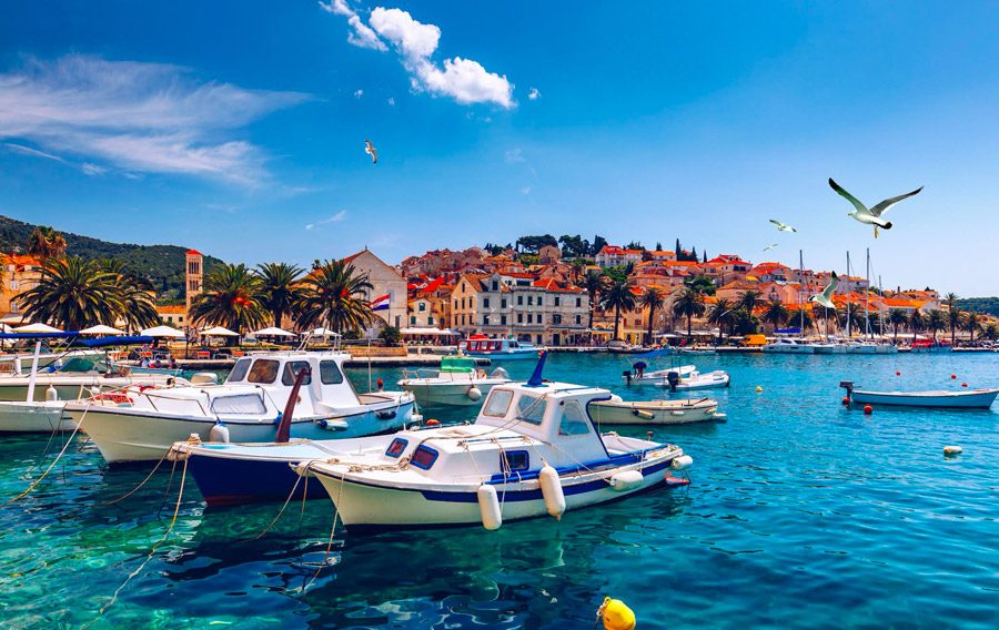 Group tours by boat from Hvar