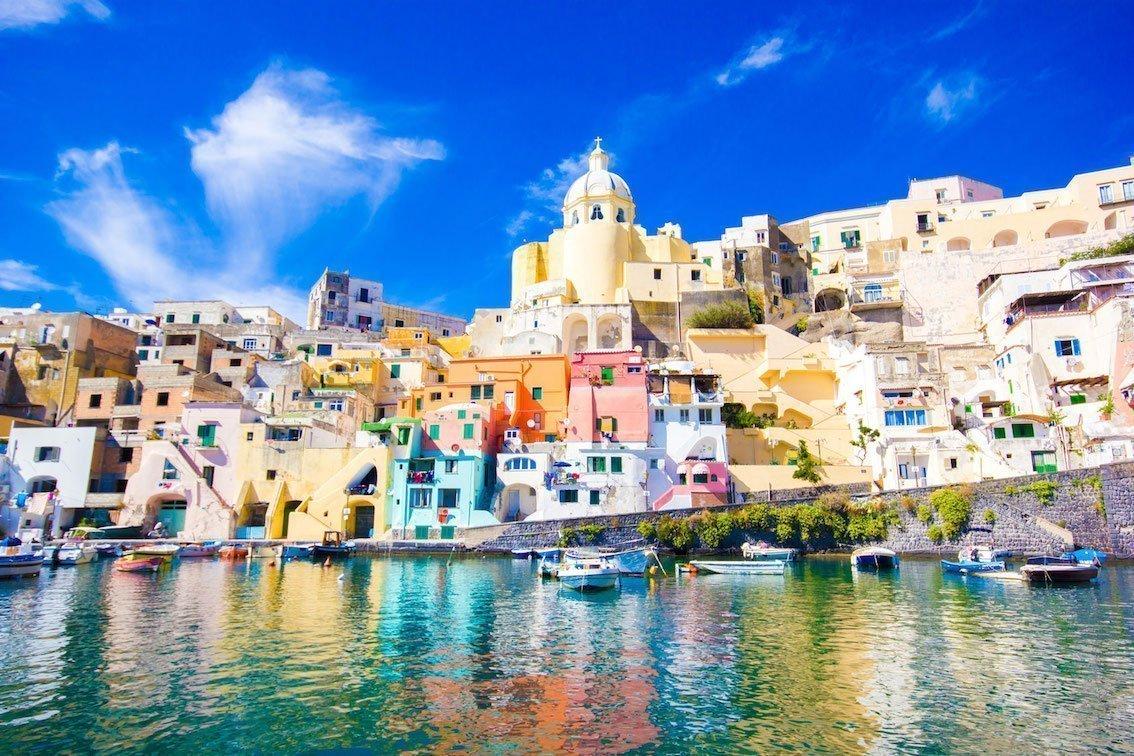 Tour en bateau ischia et procida de sorrente for Foto di ville colorate