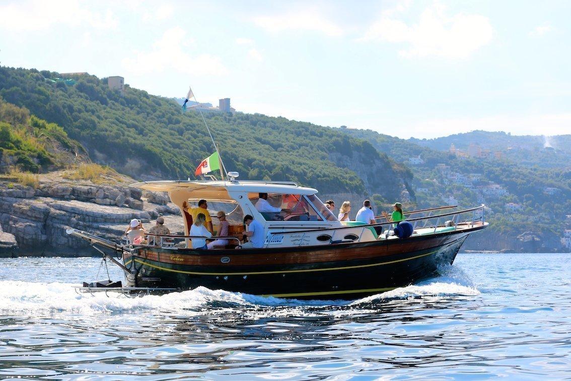Risultati immagini per tour in barca